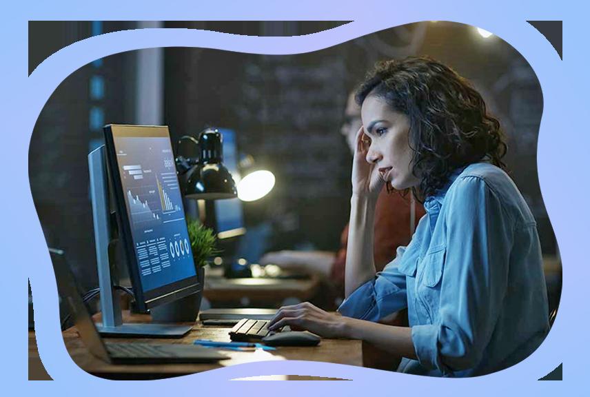 girl using accounting software